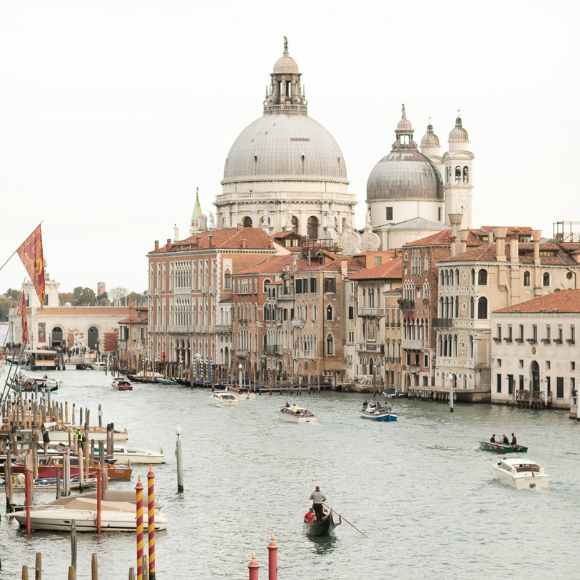 An Elegant Prewedding Shoot in Venice